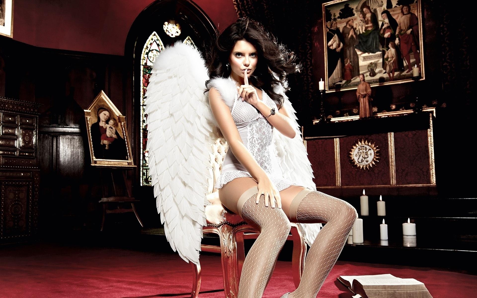 брюнетка, ангел, крылья