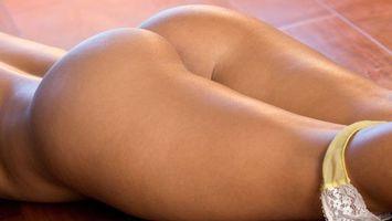 Бесплатные фото девушка,попа,спина,ноги,трусики,пол,эротика