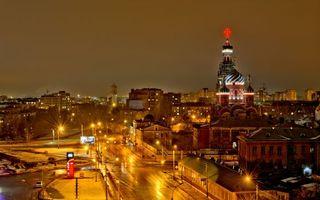 Обои кремль, дорога, ночь, небо, тучи, освещение, город