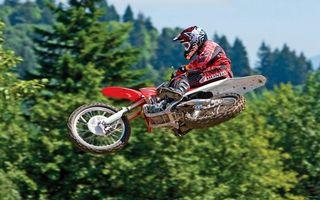 Фото бесплатно кросс, мотоцилк, трамплин, прыжок, вираж, спорт