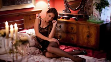 Бесплатные фото модель,фигура,ноги,чулки,каблуки,макияж,постель