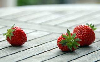 Фото бесплатно ягоды, стол, доски