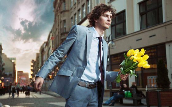 Бесплатные фото галстук,костюм,желтые,кудри,мужчина,человек,цветы
