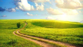 Бесплатные фото дорога, солнце, лучи, день, поле, трава, холмы