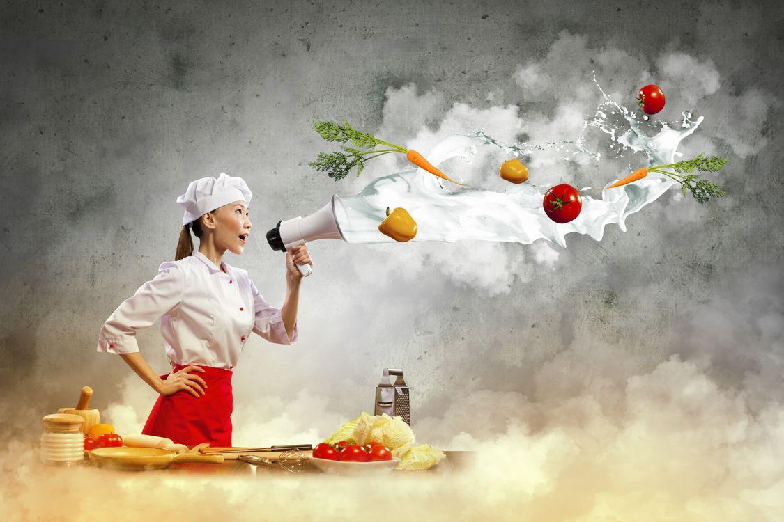 Фото бесплатно повар, рупор, морковь, помидор, капуста, терка, стол, кухня, девушки, еда, еда