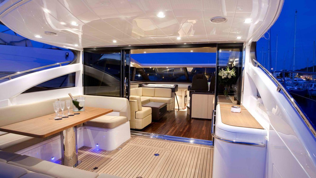 Фото бесплатно яхта, стол, бокалы, диван, небо, вода, разное, разное