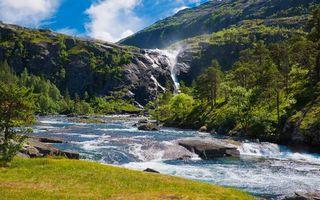 Бесплатные фото горы,река,течение,водопад,камни,деревья,трава