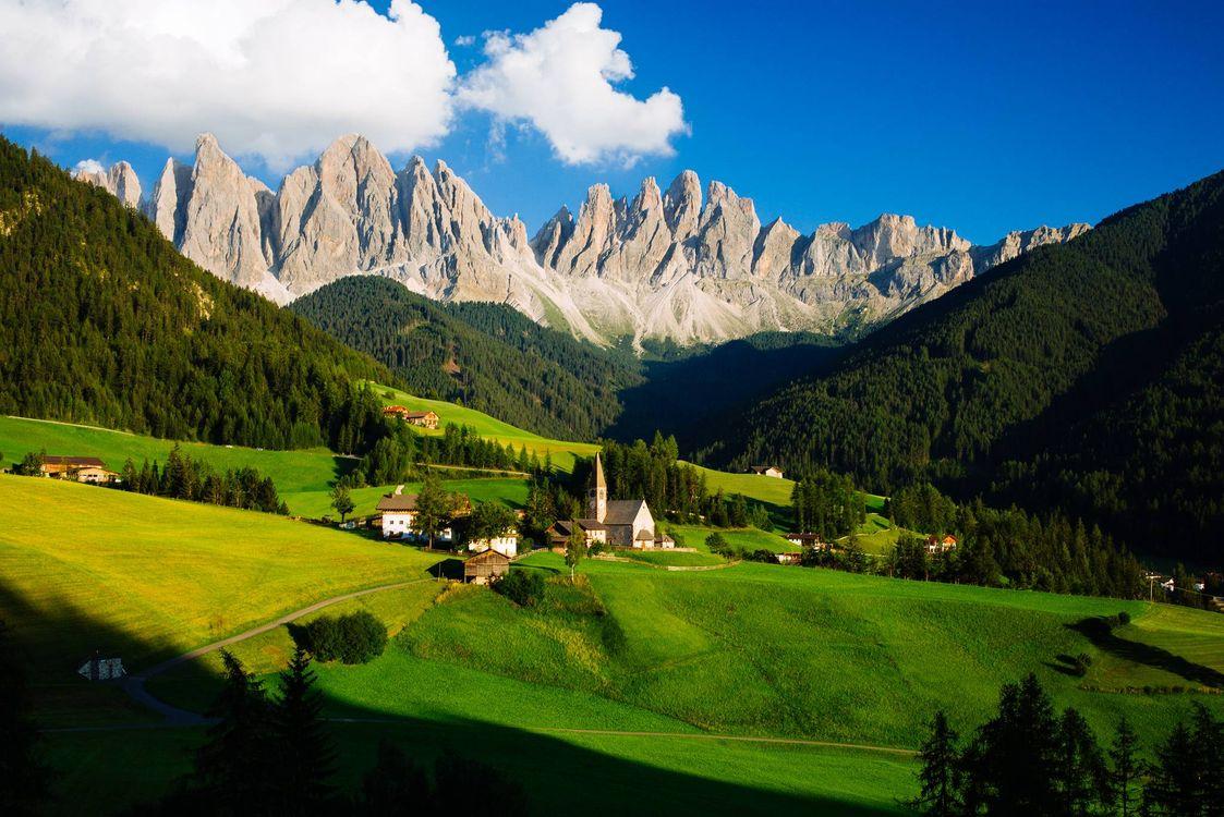 Фото бесплатно горы, деревья, поля - на рабочий стол