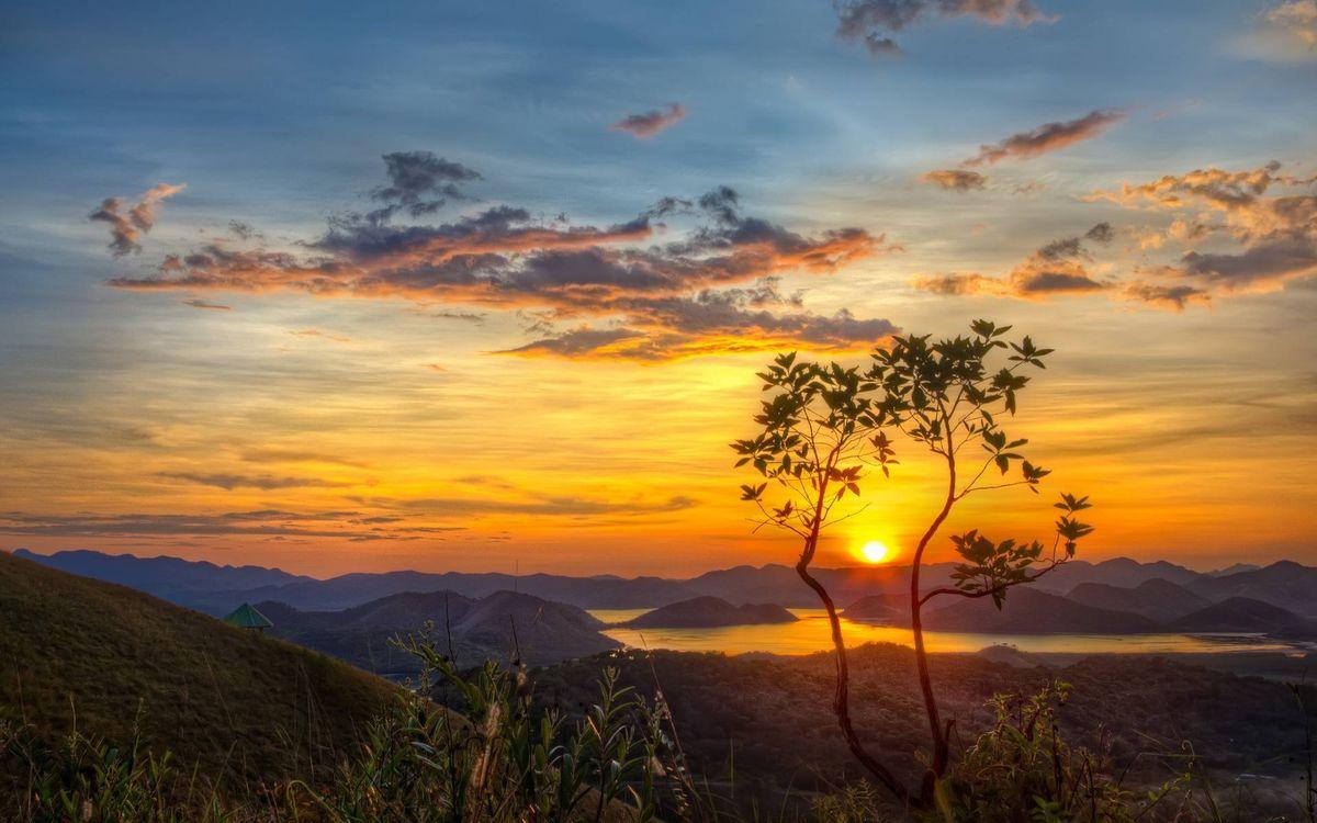 Обои закат солнца, горы, река картинки на телефон