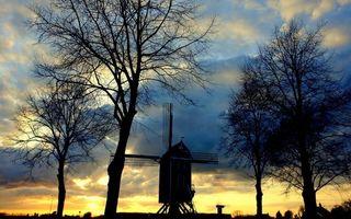 Бесплатные фото вечер,ветряная мельница,деревья,небо,облака,закат