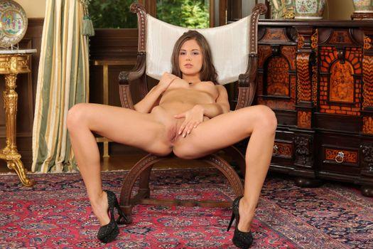 Бесплатные фото Little Caprice,девушка,модель,красотка,голая,голая девушка,обнаженная девушка,позы,поза,сексуальная девушка,эротика