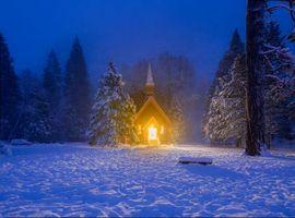 Заставки зима, часовня, лес, деревья, пейзаж, ночь