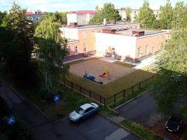 Бесплатные фото Приозерск,двор,площадка,дорога,ограждения,дома,машина