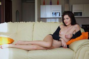 Бесплатные фото Amelie B,красотка,голая,голая девушка,обнаженная девушка,позы,поза