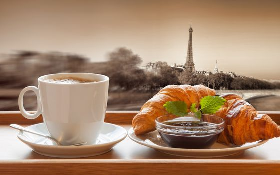 Бесплатные фото Париж,Эйфелева башня,чашечка,кофе,круассаны