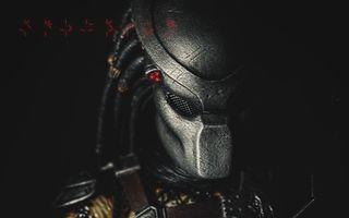 Фото бесплатно хищник, шлем, иероглифы