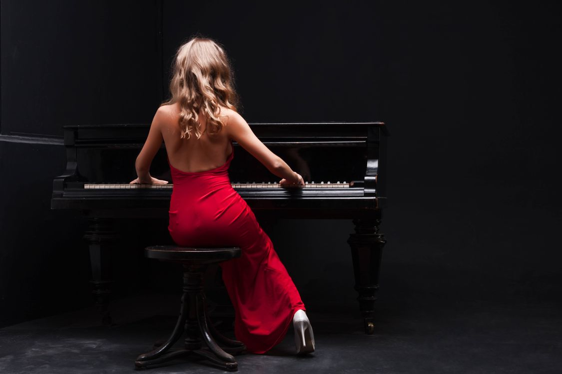 Фото бесплатно девушка, музыка, рояль, музыка