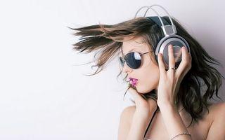 Фото бесплатно девушка, волосы, очки