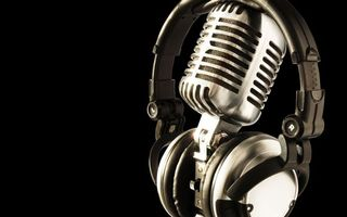 Фото бесплатно микрофон, стальной, наушники, буквы, фон, черный