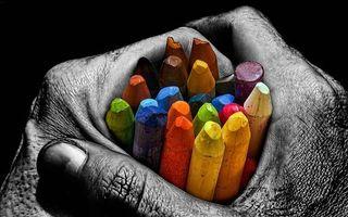 Бесплатные фото руки,морщины,фон,черно-белое,карандаши,цветные