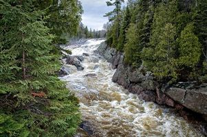 Бесплатные фото sand river falls,lake superior provincial park,ontario,лес,деревья,река,природа