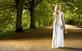 Фото бесплатно прогулка по парку, красивая девушка, белое