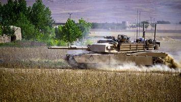 Фото бесплатно танк, башня, дуло, антенны, пулемет, броня, гусеницы, скорость, пыль