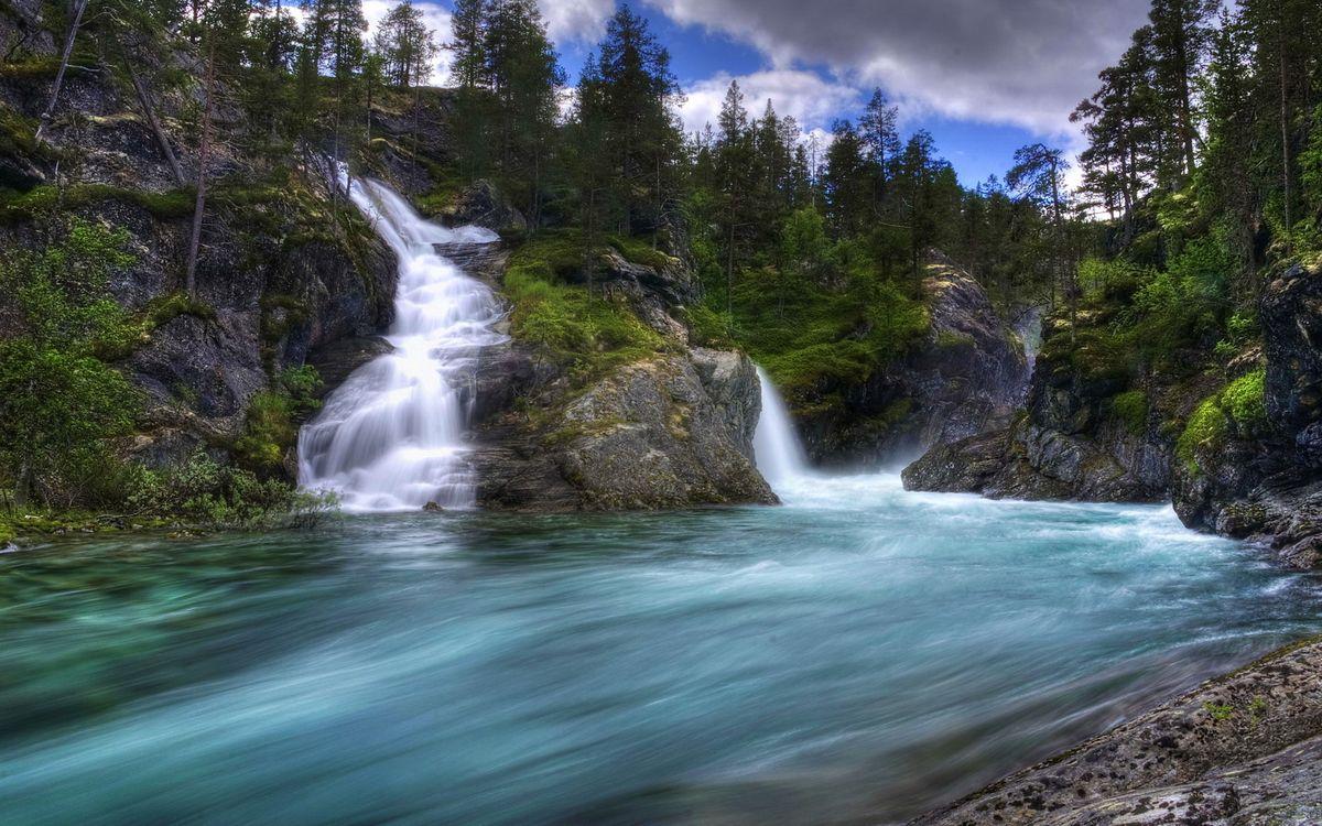 Фото бесплатно горы, камни, трава, деревья, водопады, река, небо, природа