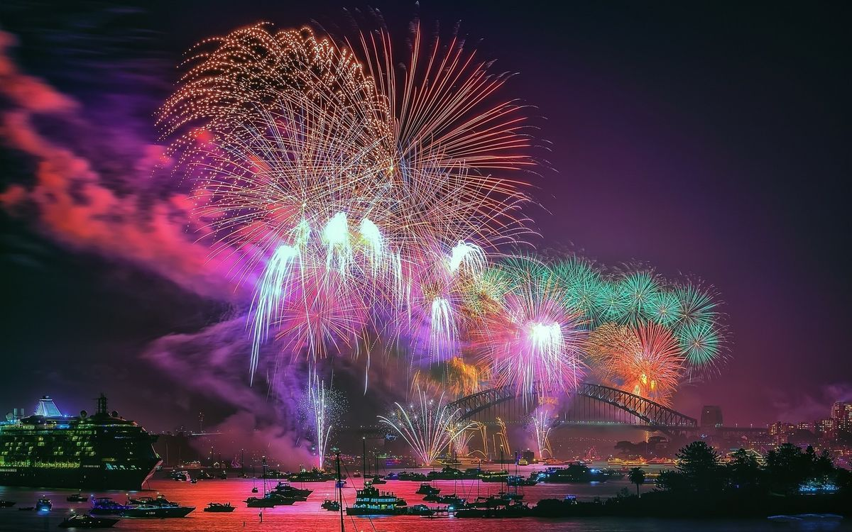 Фото бесплатно город, праздник, фейерверк, речка, праздники
