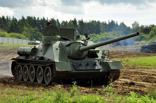 Photo free armored vehicles, self-propelled guns, SU-100