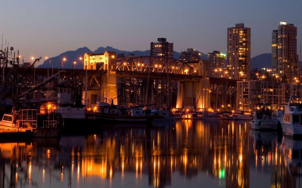 Фото бесплатно порт, пристань, лодки, катера, мост, дома, высотки - на рабочий стол