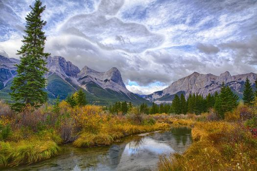 Canmore, Alberta, река, горы, деревья