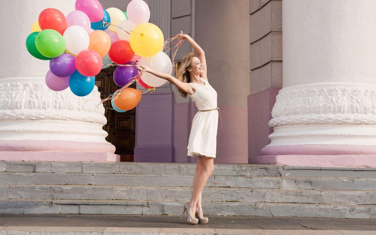 Фото бесплатно девушка, платье, шарики - на рабочий стол