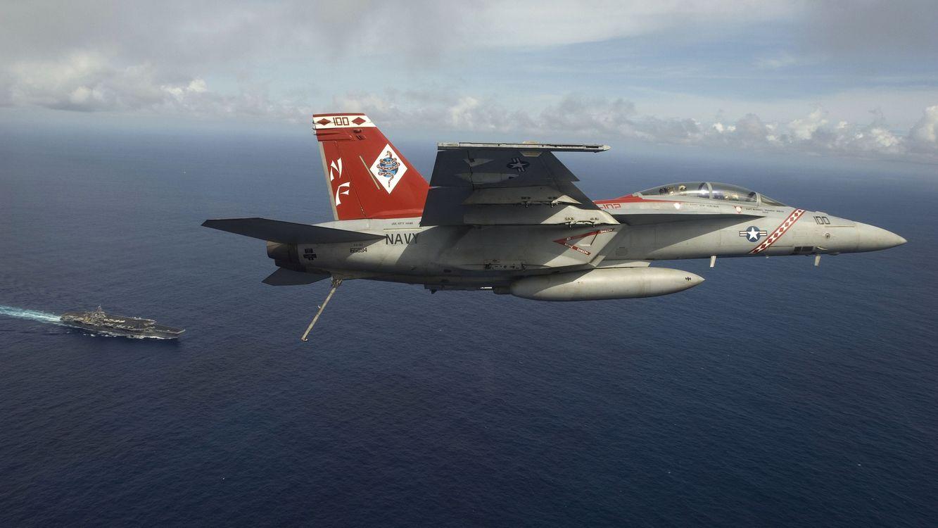 Фото бесплатно море, корабль, авианосец, самолет, истребитель, полет, оружие
