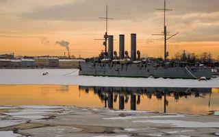 Бесплатные фото Аврора,крейсер,палуба,трубы,надстройки,река,лед