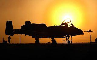 Бесплатные фото аэродром,человек,самолеты,ограждение,небо,солнце,закат