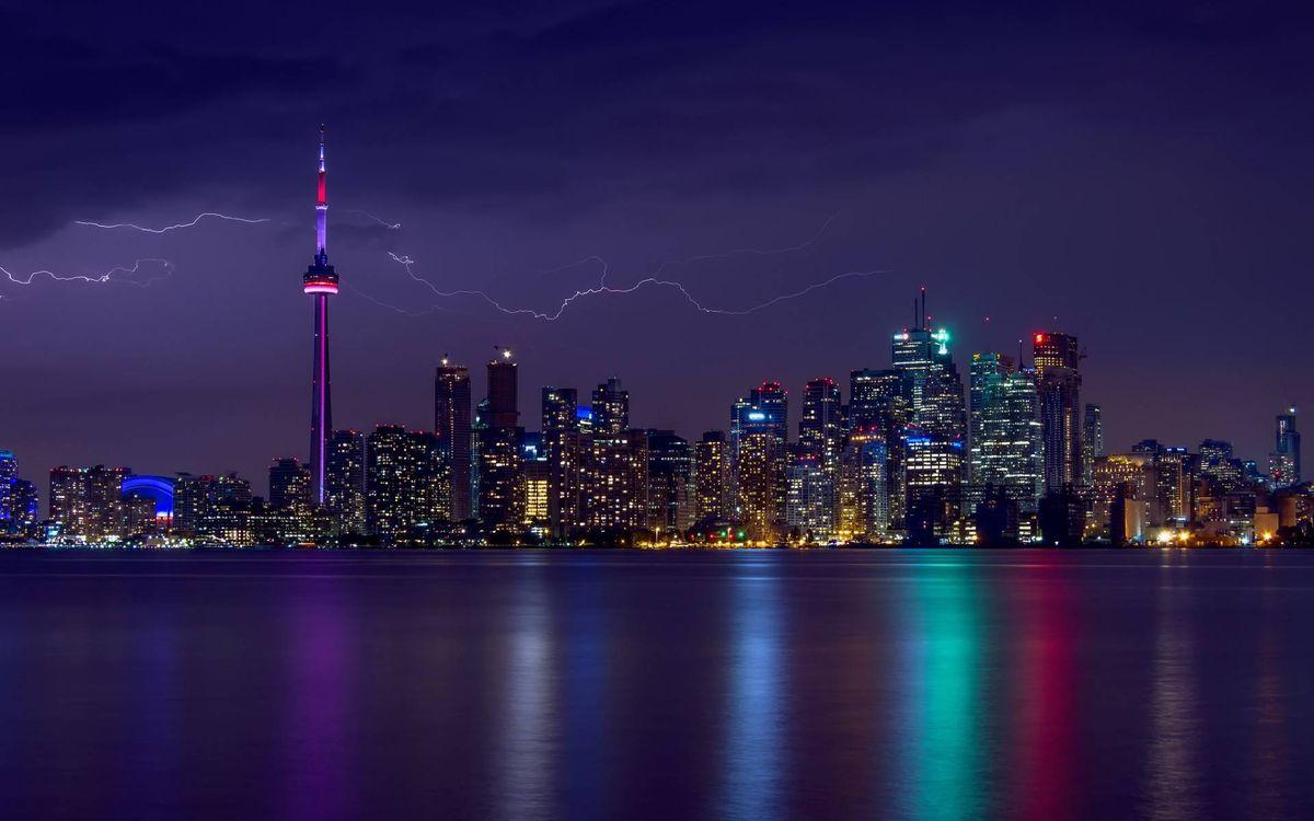 Фото бесплатно ночной город, молния, гроза, мегаполис, небоскребы, залив - на рабочий стол