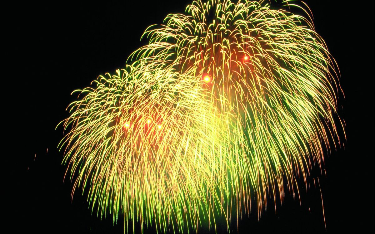 Обои ночь, небо, салют, фейерверк, вспышки, огоньки на телефон | картинки праздники - скачать