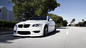 Фото бесплатно белая BMW, дорога, лето