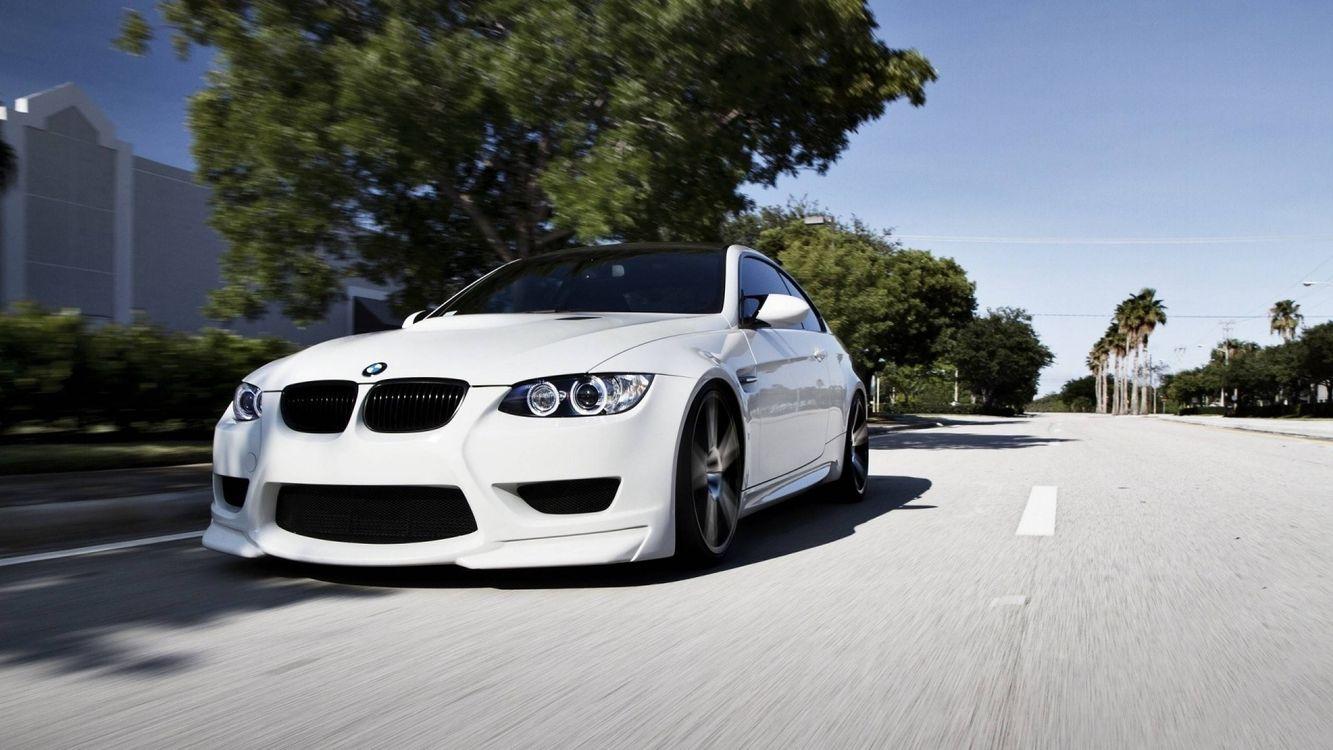 Фото бесплатно белая BMW, дорога, лето - на рабочий стол