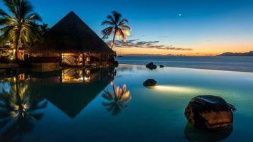 Бесплатные фото домик на воде,пальмы,вечер,море,луна