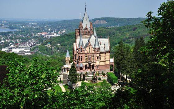 Заставки побережье, городок, замок, башни, холмы, растительность