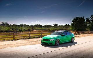Фото бесплатно BMW, зеленый, трасса