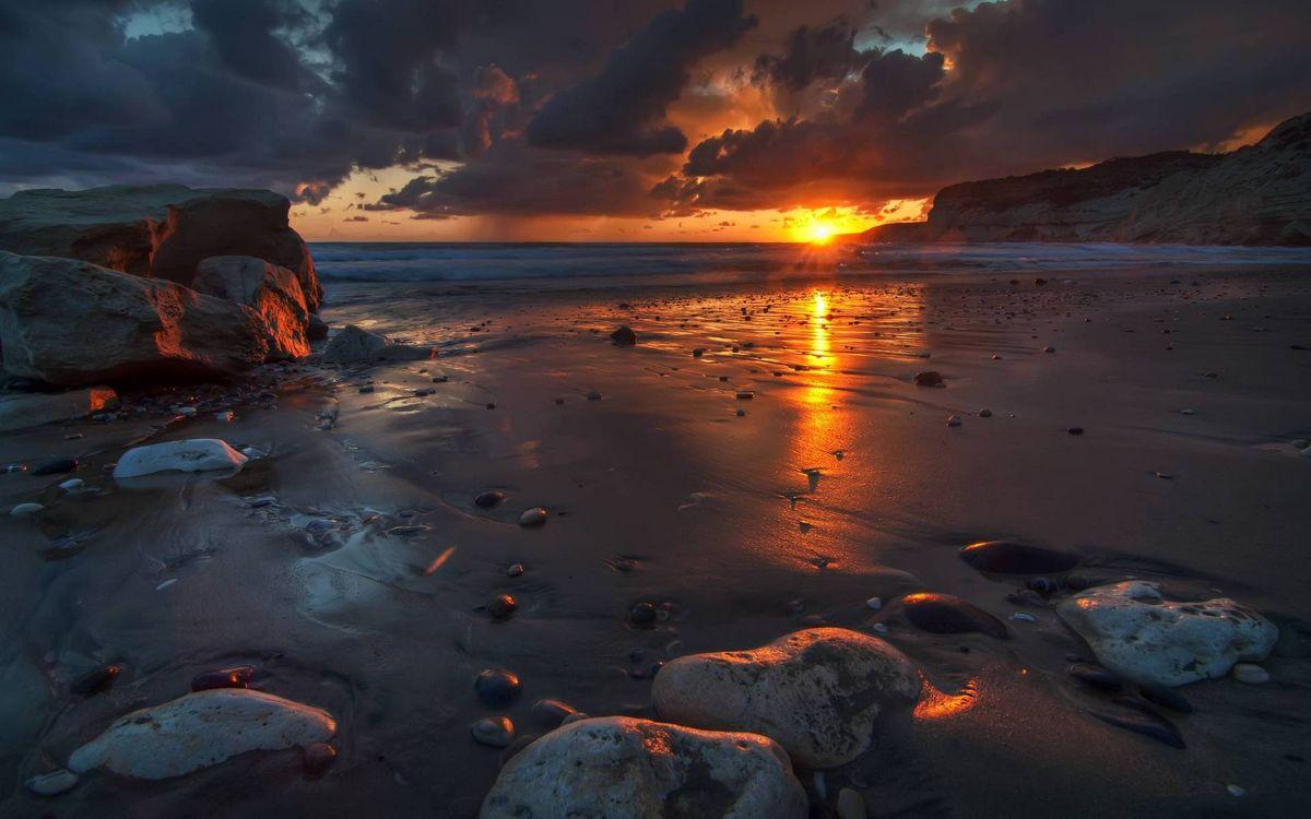 Фото бесплатно вечер, берег, песок мокрый, камни, море, горизонт, солнце, закат, небо, облака, пейзажи - скачать на рабочий стол