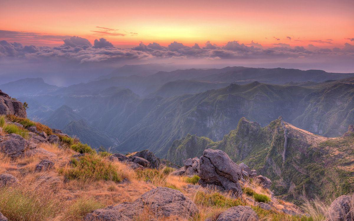 Обои горы, вершины, трава картинки на телефон