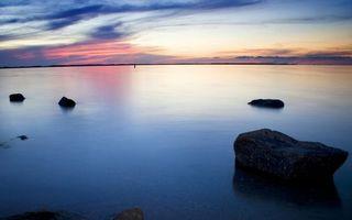 Бесплатные фото озеро,камни,горизонт,небо,закат,облака