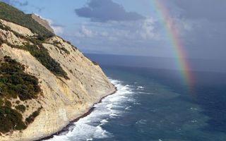 Фото бесплатно берег, гора, растительность, море, волны, радуга, небо, облака