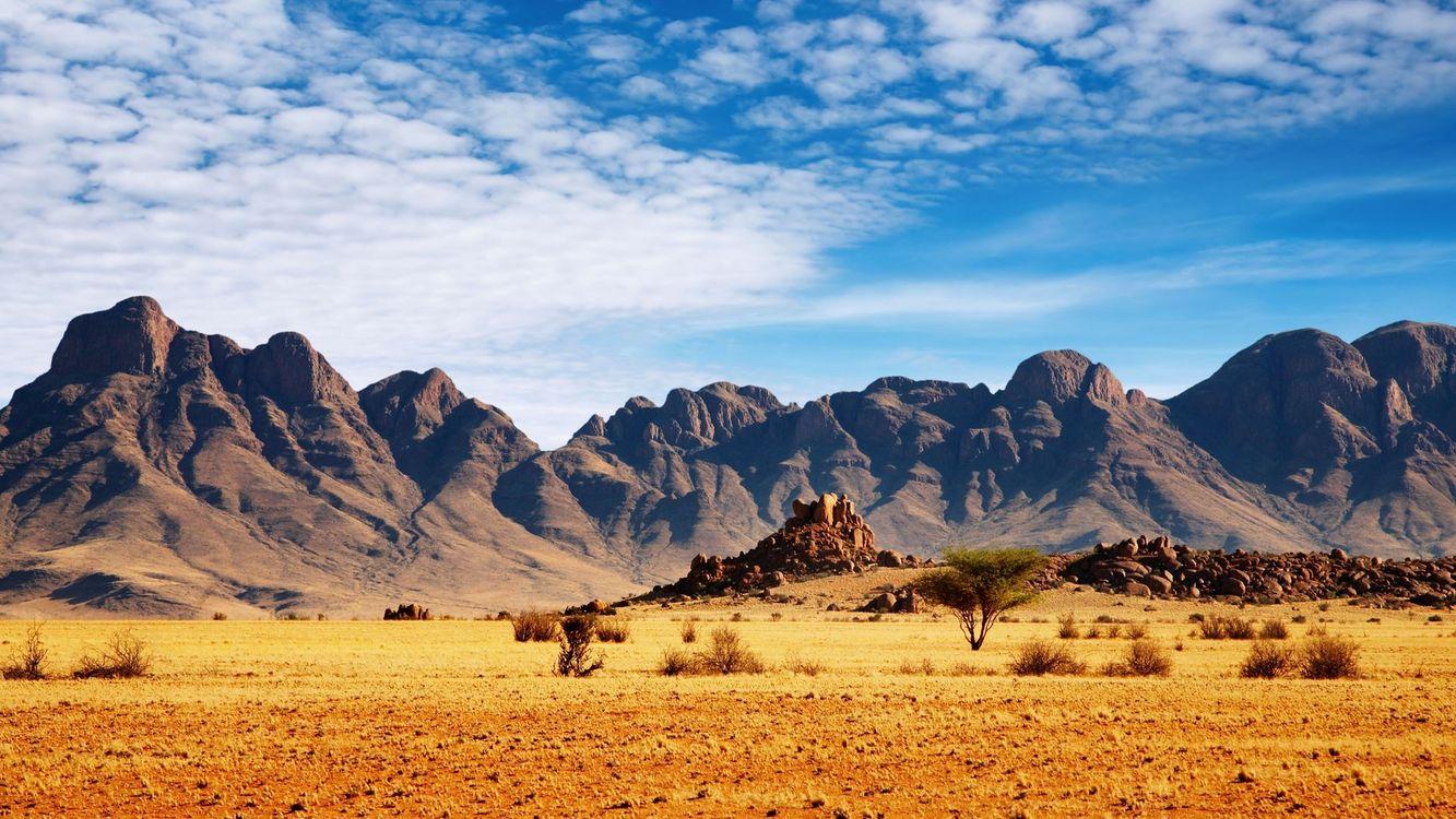 Фото бесплатно долина, песок, трава, кустарник, камни, горы, небо, облака, пейзажи - скачать на рабочий стол
