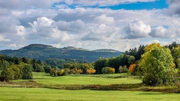 Фото бесплатно поле, горы, деревья