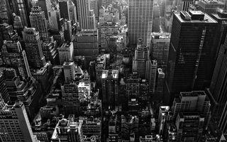 Обои вид сверху, дома, небоскребы, крыши, улицы, черно-белое